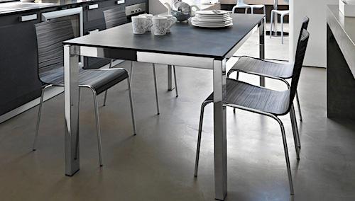 Tavoli con piano in gres porcellanato nuovi modelli per for Calligaris tavolo baron