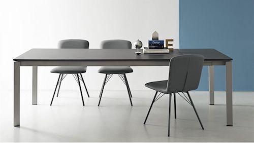 Tavoli con piano in gres porcellanato nuovi modelli per for Tavoli da cucina piccoli allungabili